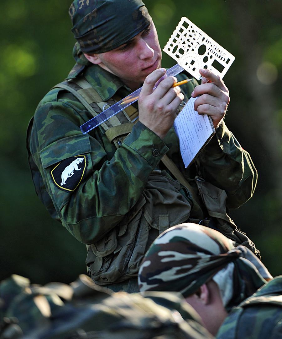 Военното разузнавателно звено на Вътрешните войски на министерството на вътрешните работи на Русия премина през последна проверка за привилегията да носи зелени барети