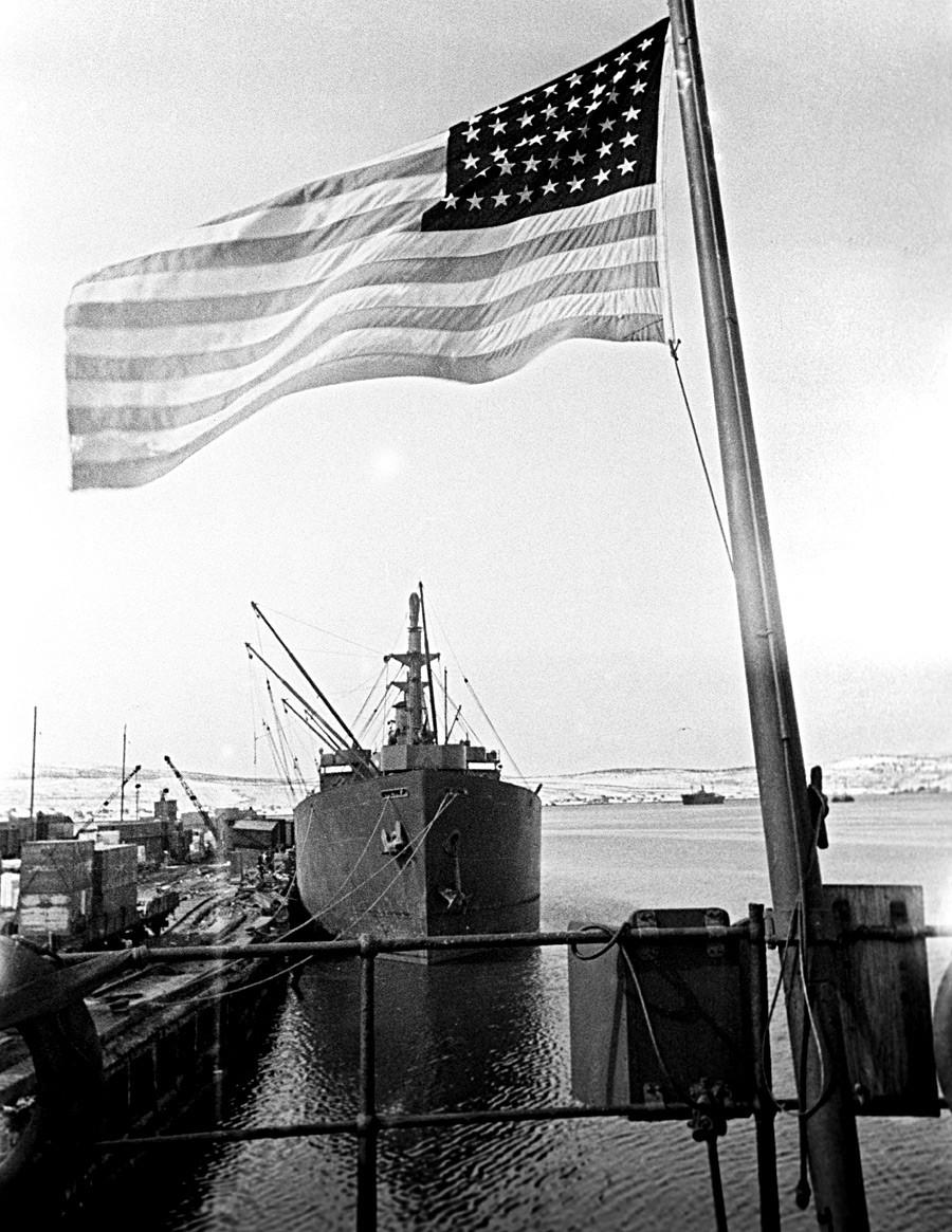 Veliki domovinski rat 1941.-1945. protiv nacističke Njemačke. Saveznički konvoj stiže u Murmansk na sjeveru Rusije.