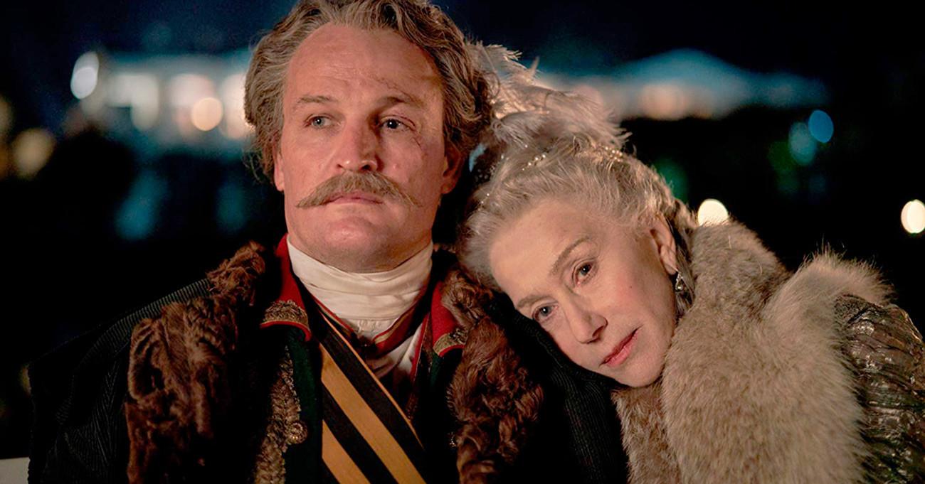 Jason Clarke in Helen Mirren v vlogi kot kneza Grigorija Potjomkina in Katarine Velike iz HBO-jeve serije Katarina Velika (2019)
