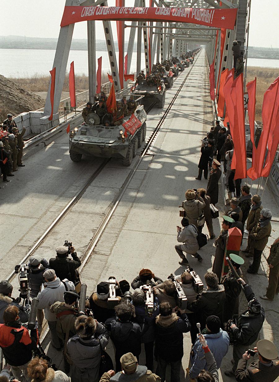The last Soviet troop column crosses Soviet border after leaving Afghanistan.