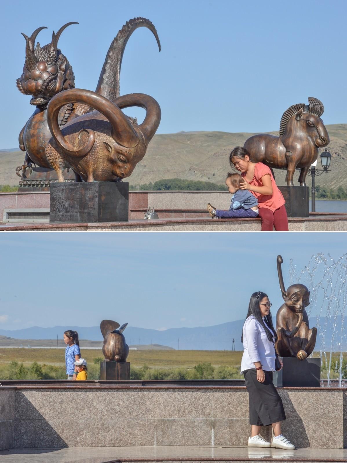 Ici, les visages arborent des traits asiatiques, tandis que le mien suscite la curiosité. En réalité, si en 1959 les Russes représentaient 40% de la population du Touva, ils n'étaient en 2010 plus que 16%, en raison de l'exil des Russes ethniques et du fort taux de natalité des Touvains.