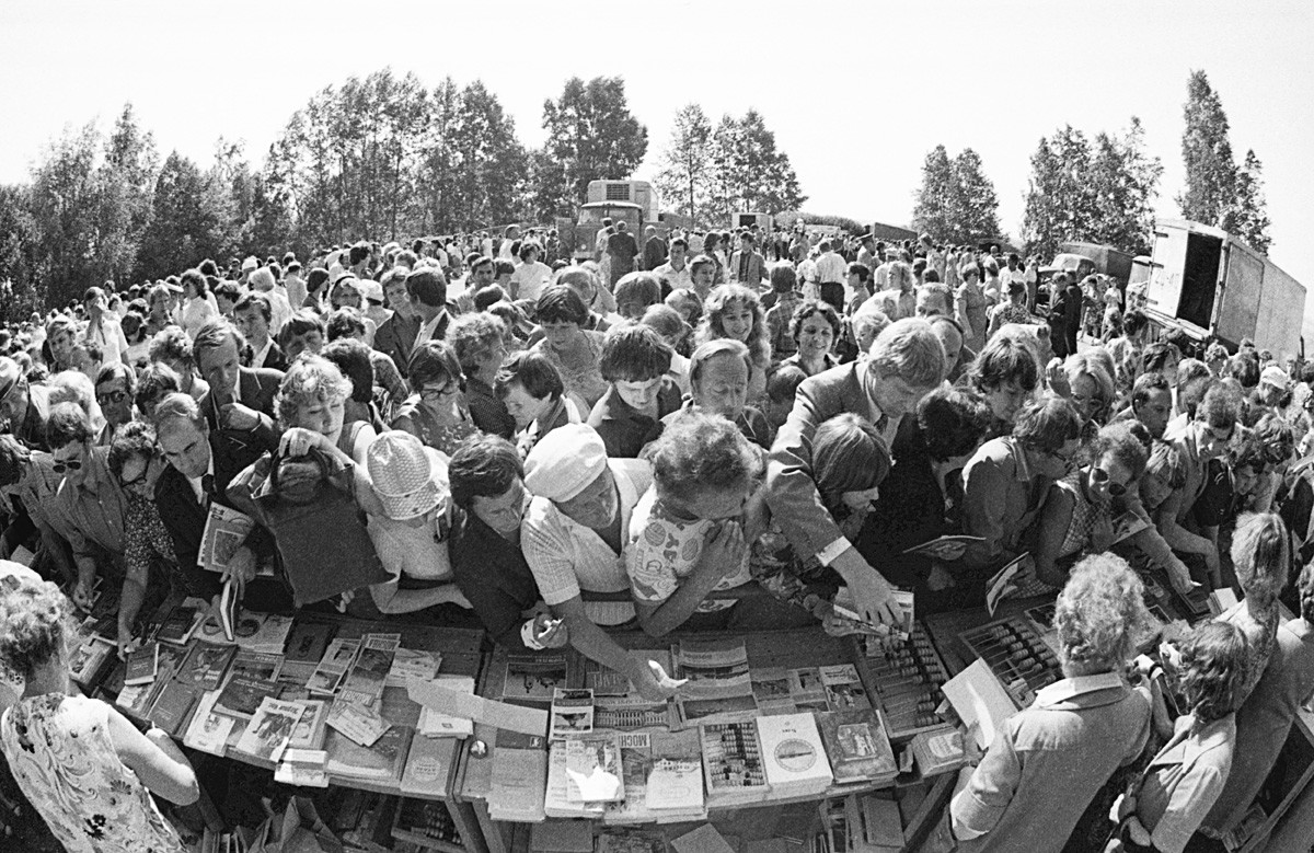 Книжная ярмарка в Ярославской области, 1981.