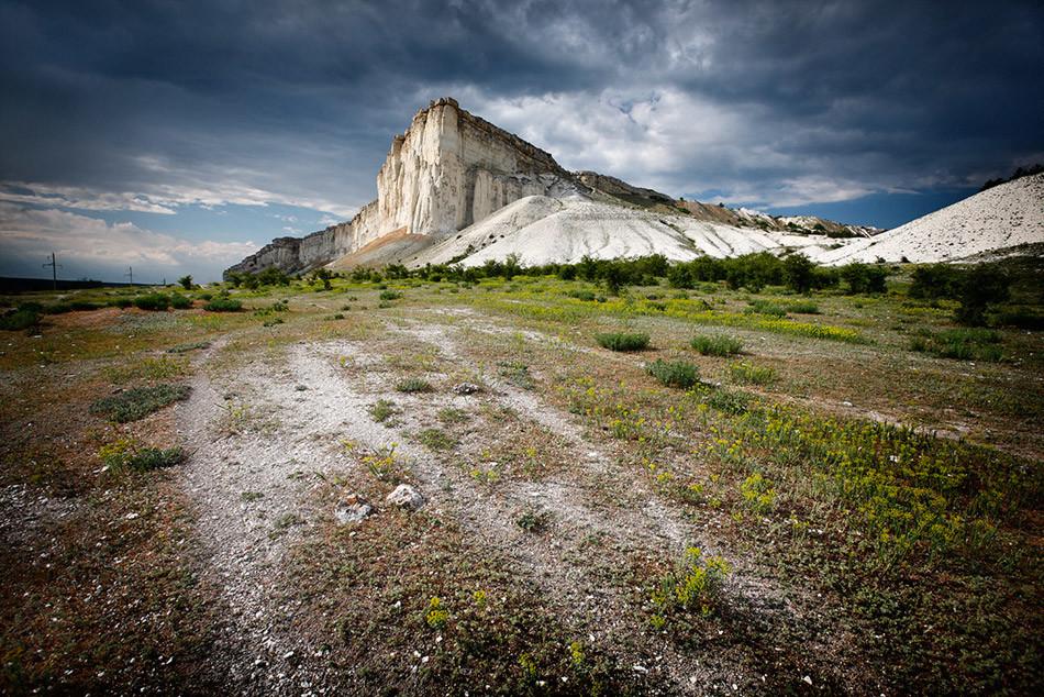 Aq Qaya (Pedra Branca), montanha na Crimeia onde Potemkin aceitou o juramento de lealdade do povo da Crimeia à coroa russa, em 1783