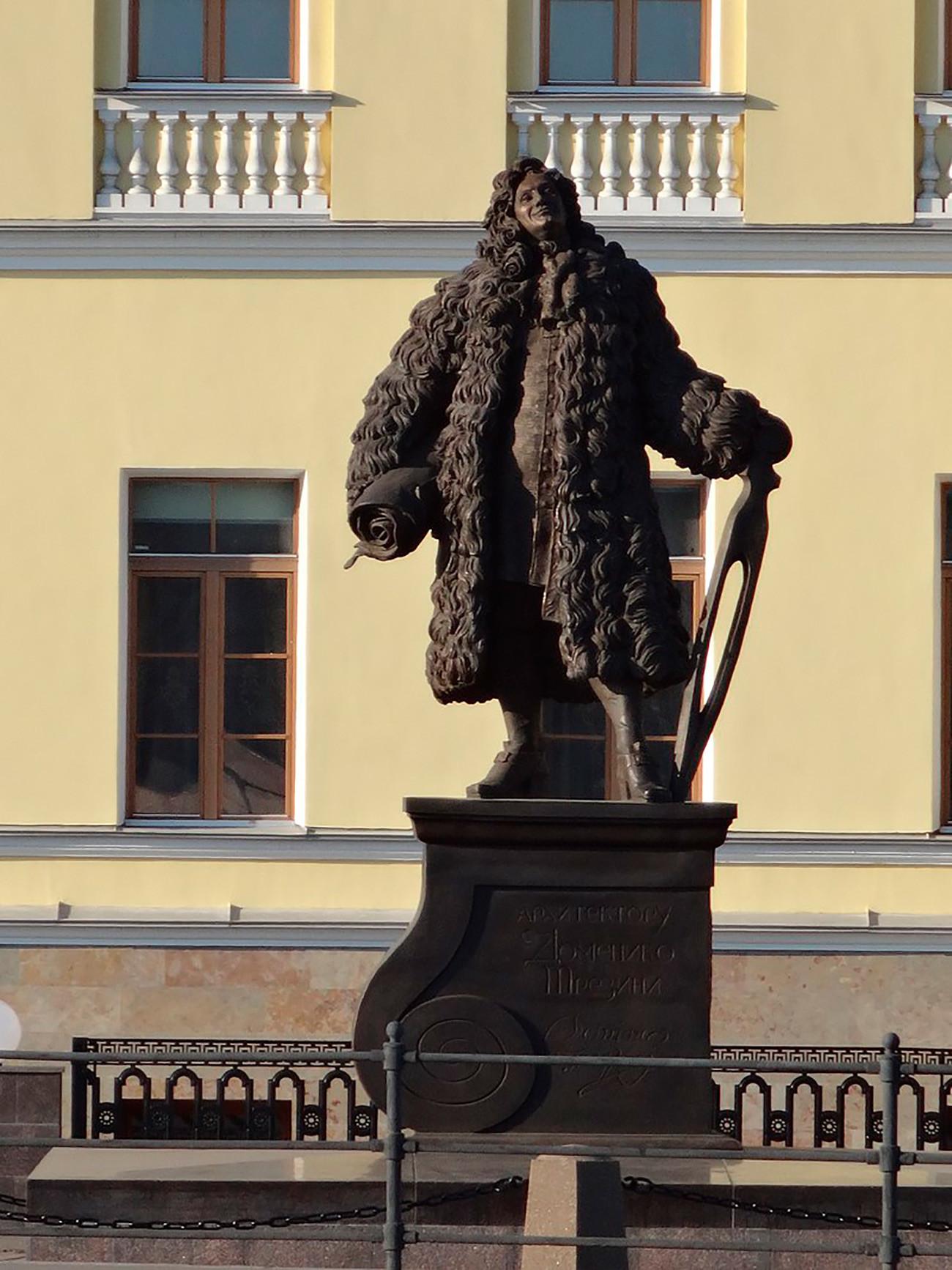 Памятник Доменико Трезини в Петербурге у дома, в котором жил архитектор. Скульптор П. Игнатьев, архитектор П. Богрянцев