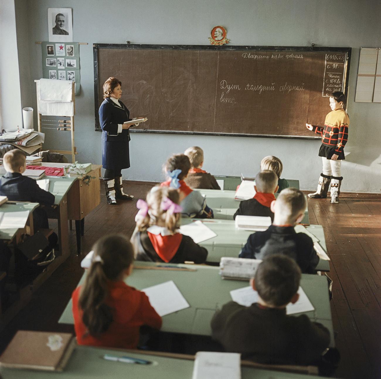 Саамска школа у селу Ловозеро. 1974 г.