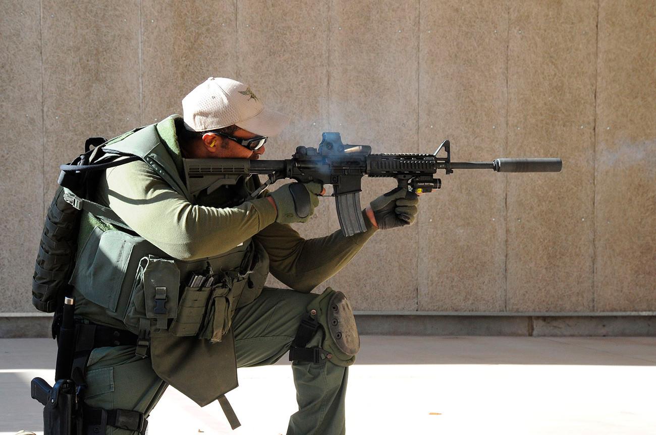 AR-15.