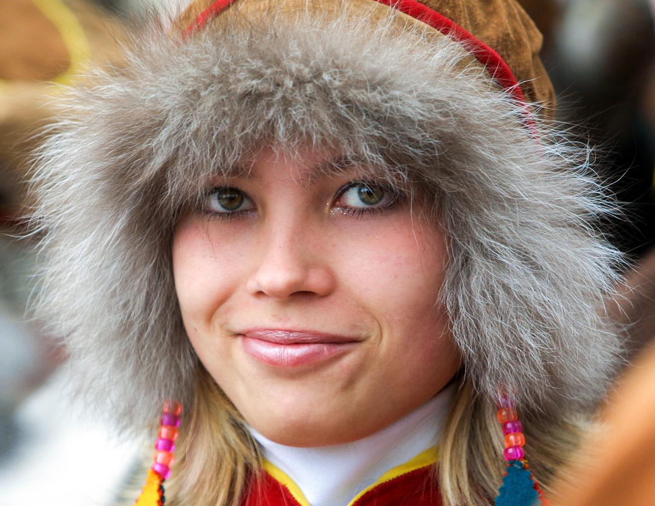 Jeune Samie en costume traditionnel