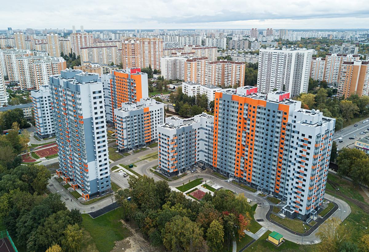 Вишеспратне стамбене зграде на Бескудњиковском булевару у Москви намењене учесницима програма селидбе.