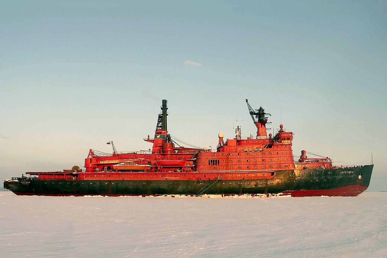Jedrski ledolomilec Arktika