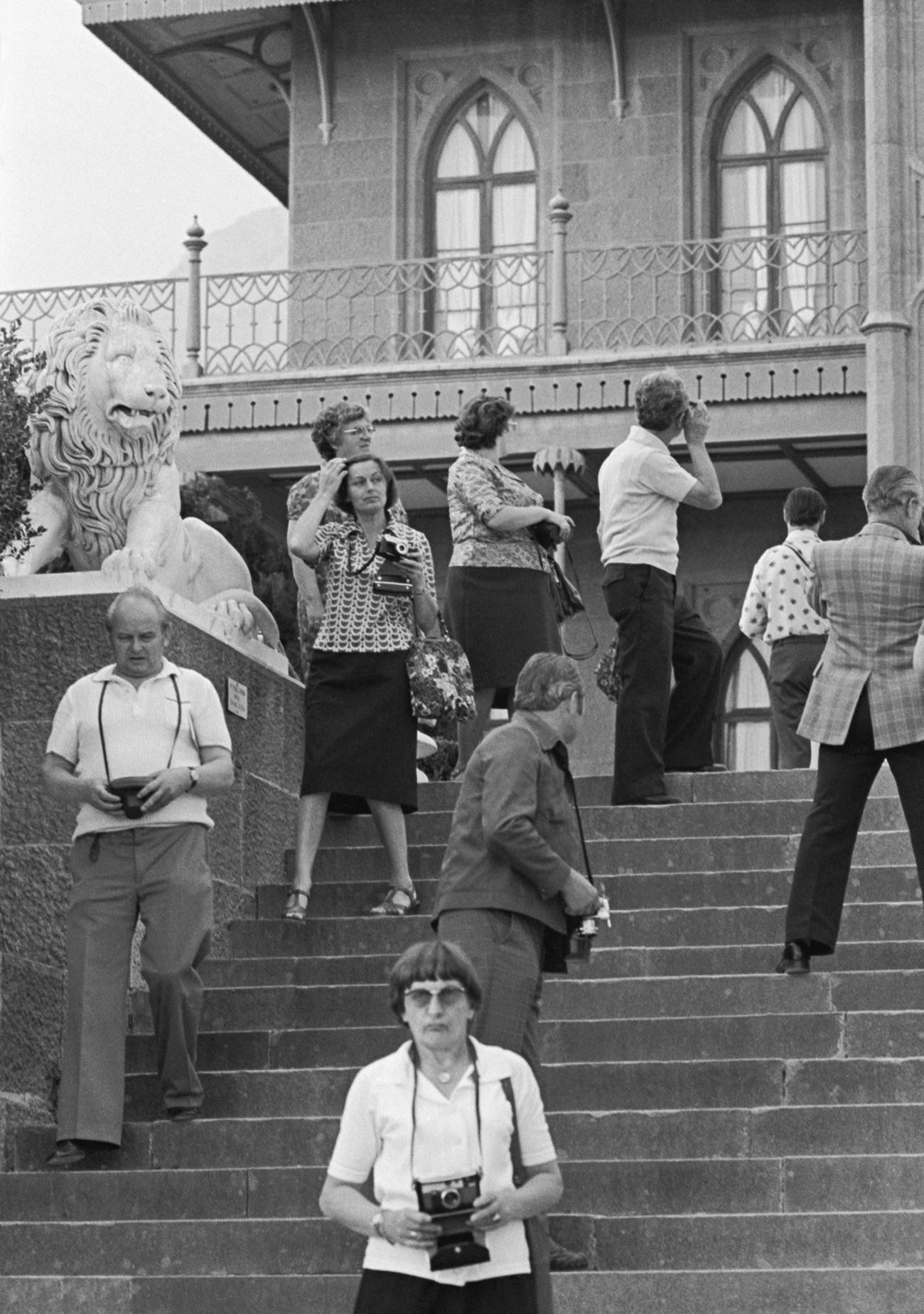 Touristen aus der DDR in Alupka (die Krim), 1977