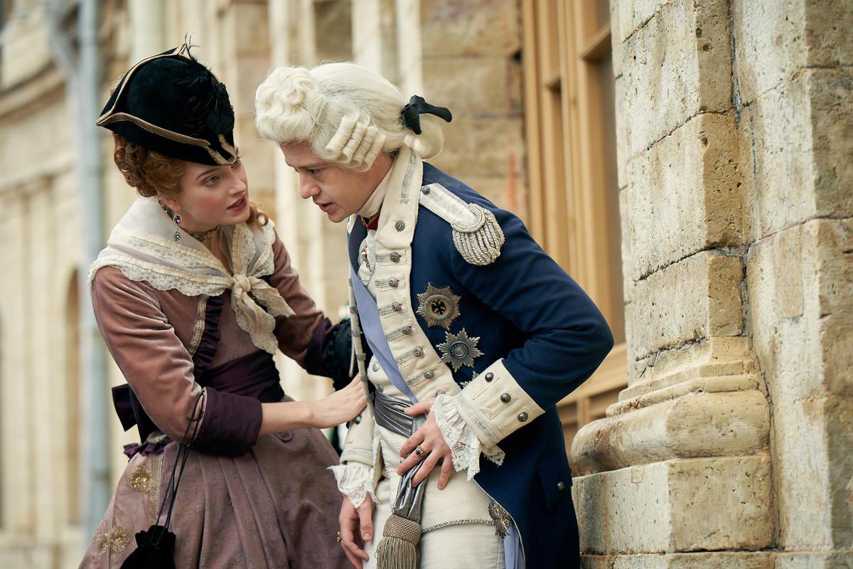 Paolo I di Russia (Joseph Quinn) e sua moglie, Maria Fedorovna (Antonia Clarke), rappresentati nella serie tv