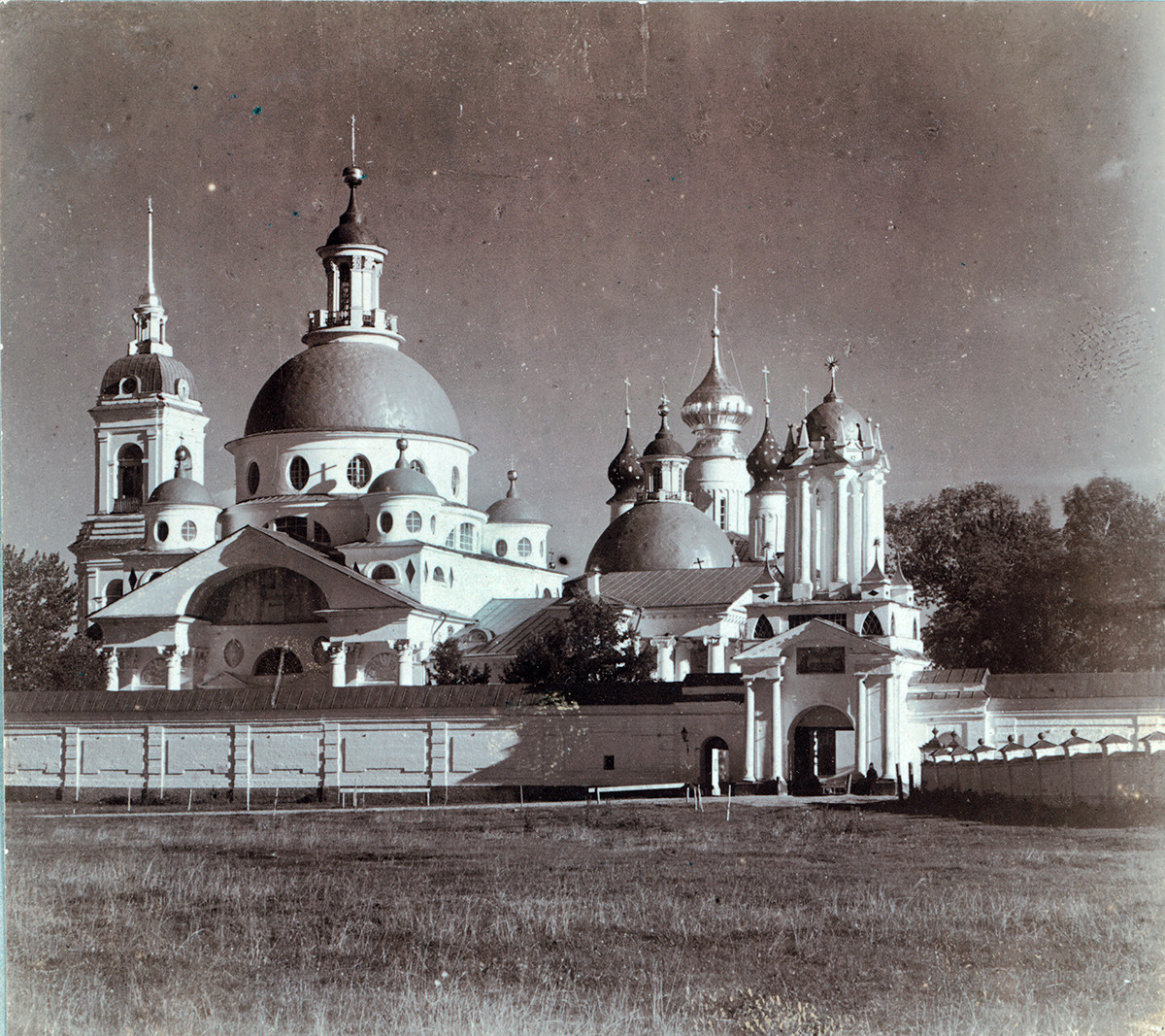 Northwest view. From left: Bell tower, Church of St. Dimitry of Rostov, Conception of St. Anne Cathedral, North Gate. Summer 1911.