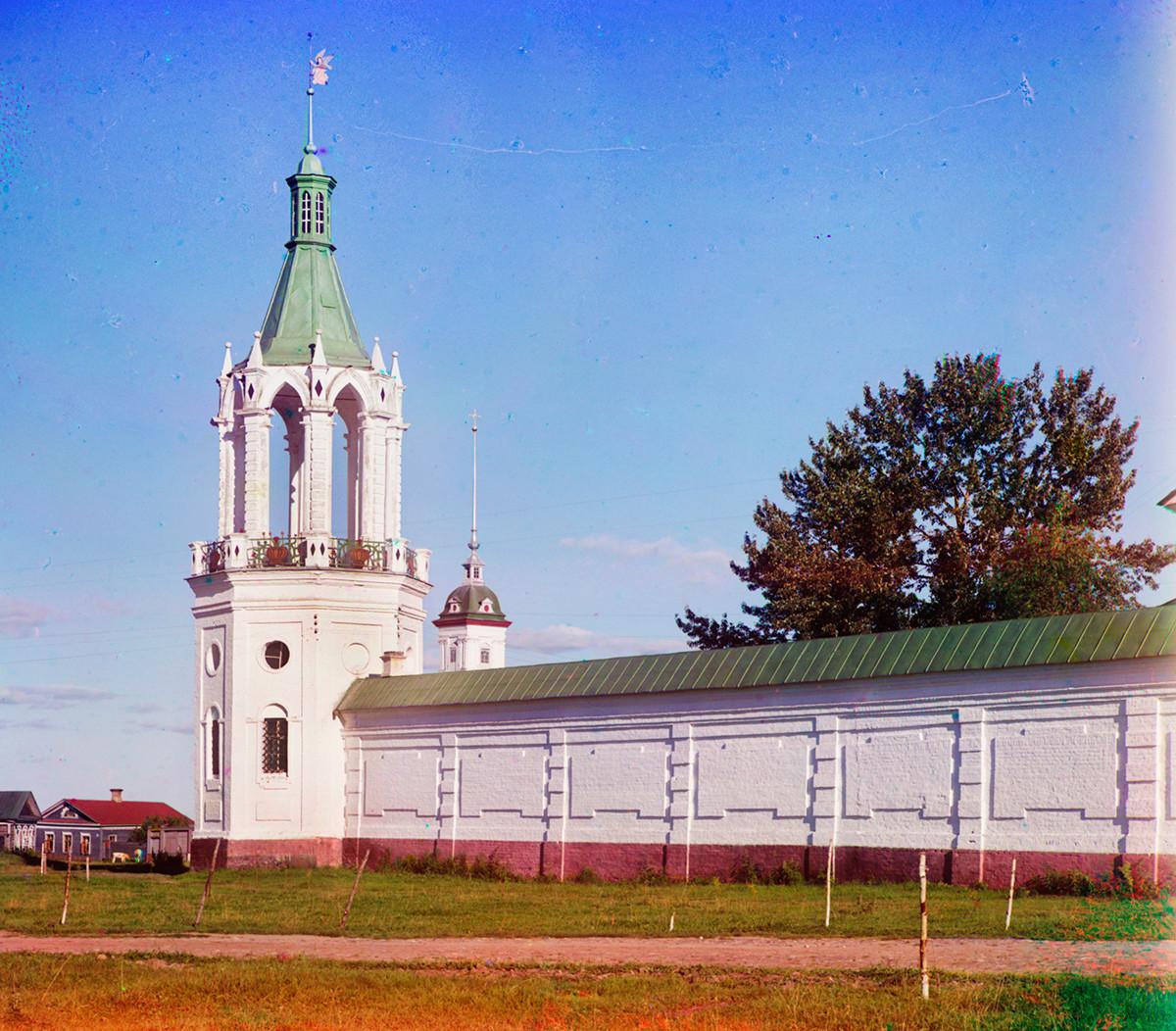 Northeast corner tower & north wall. Background: Bell tower of Archangel Michael Church (demolished). Summer 1911.