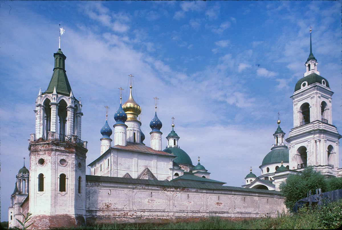 East wall. From left: Southeast corner tower, Conception of St. Anne Cathedral, Church of St. Iakov, Church of St. Dimitry of Rostov, bell tower. July 29, 1997.