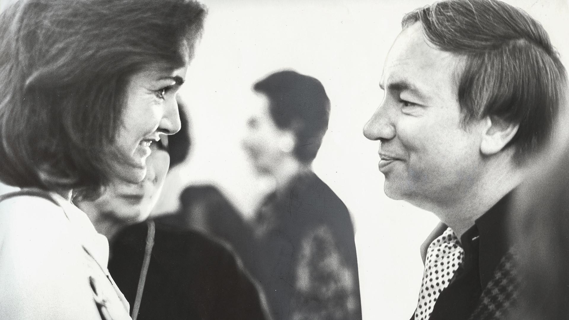 アンドレイ・ヴォズネセンスキーとジャクリーン・ケネディ・オナシス、1990年、ニューヨーク