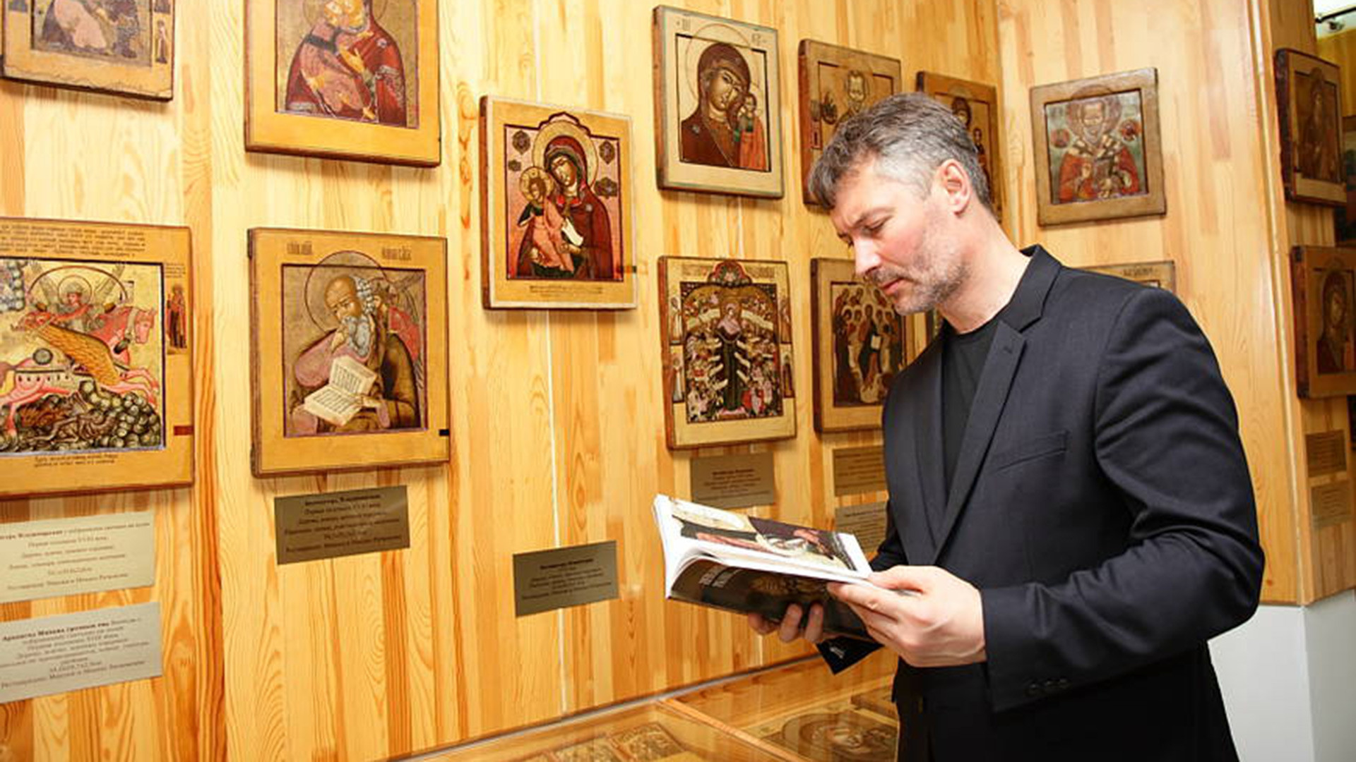 Evgeny Roizman in his Museum (Yekaterinburg). Near the earliest Nevyansk icons. Icon of