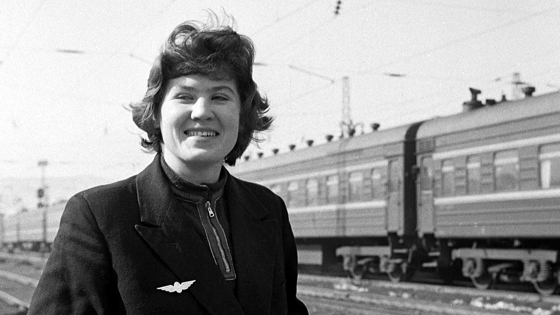 Восточно-Сибирская железная дорога. Помощник машиниста Тамара Петрик. 1965.
