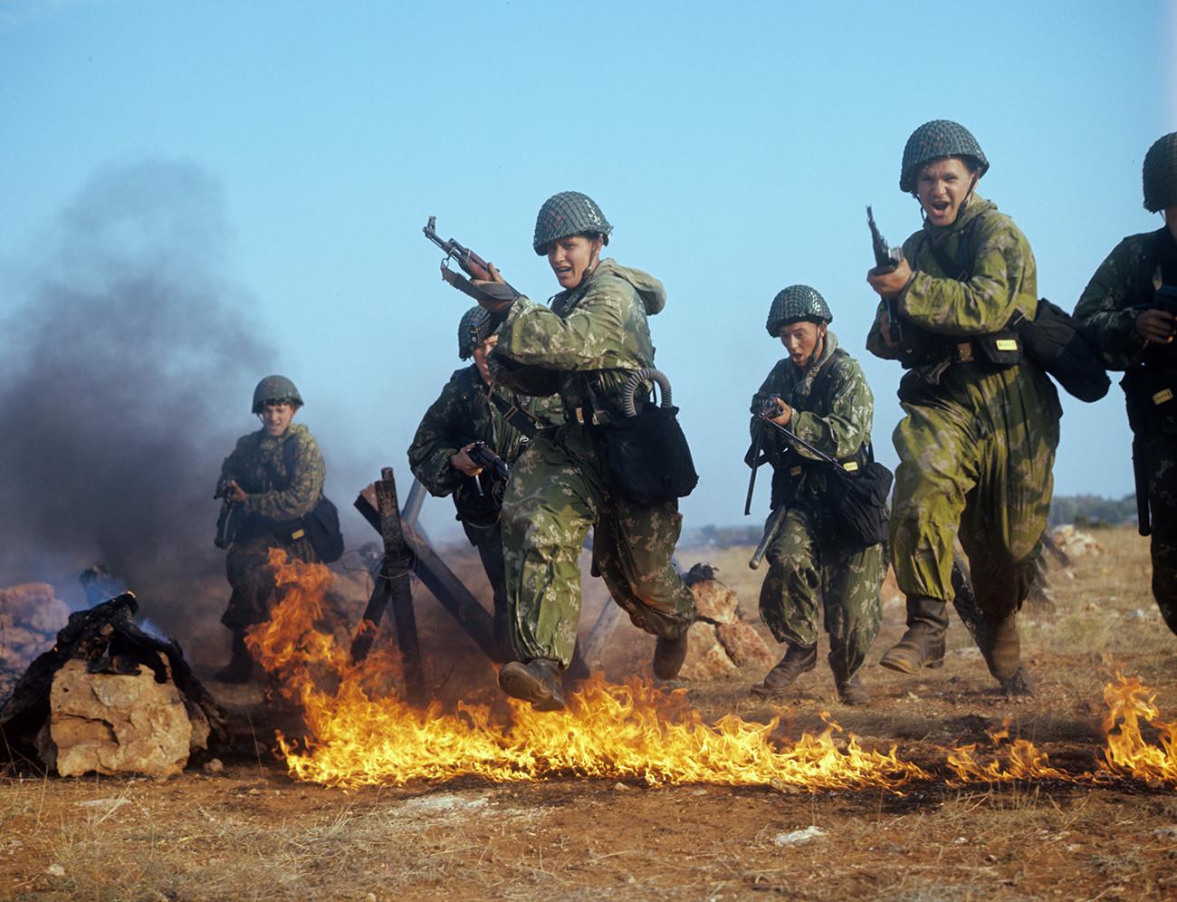 Lors d'un entrainement militaire