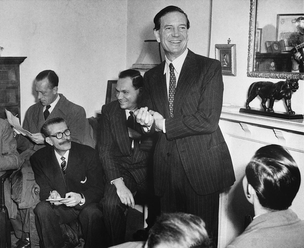 Kim Philby durante una conferenza stampa durante la quale proclamò la propria innocenza