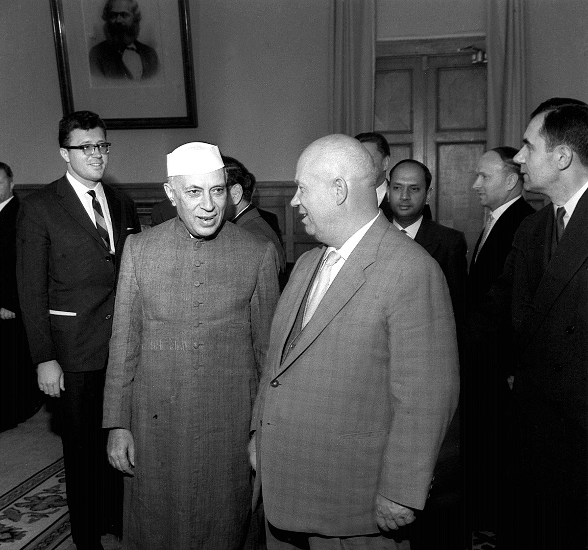 Nikita Jrushchov y Jawaharlal Nehru en Moscú, 1962.