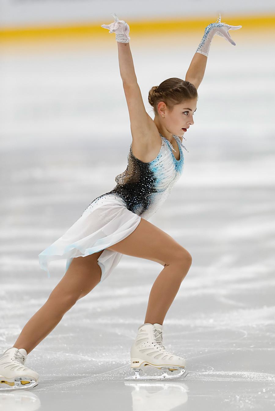 Alena Kostornaia selama Program Pendek Putri, Seluncur Indah ISU CS Finlandia 2019 (Piala Espoo).