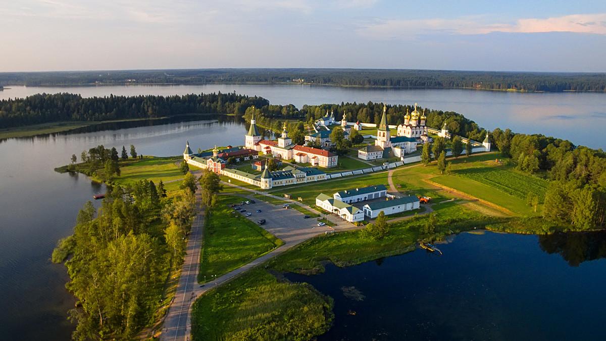 Monastère Iverski de Valdaï, région de Novgorod