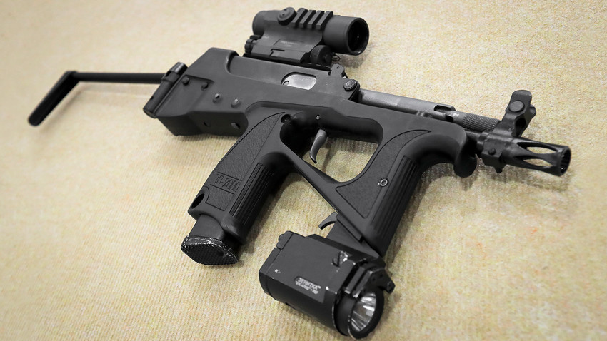 "Pištolj-mitraljez PP-2000 kalibra 9 mm na Međunarodnom vojno-tehničkom forumu ""Armija 2019"" u kongresno-izložbenom centru ""Patriot""."