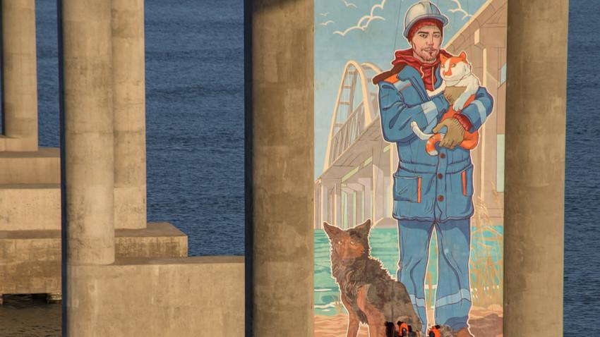 Gradbinec Mihail, maček Mostik in pes Cigan