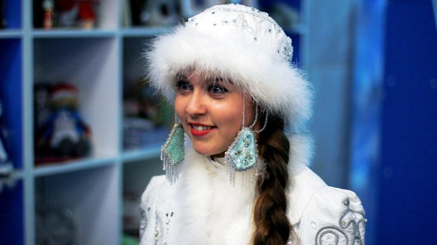 Snegurochka, cucu Ded Moroz.
