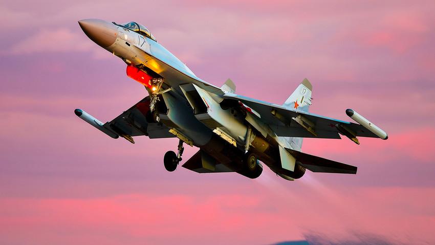 Caza ruso Su-35S.