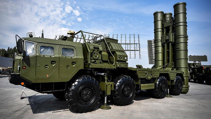 """Ракетни систем С-400 """"Тријумф"""""""