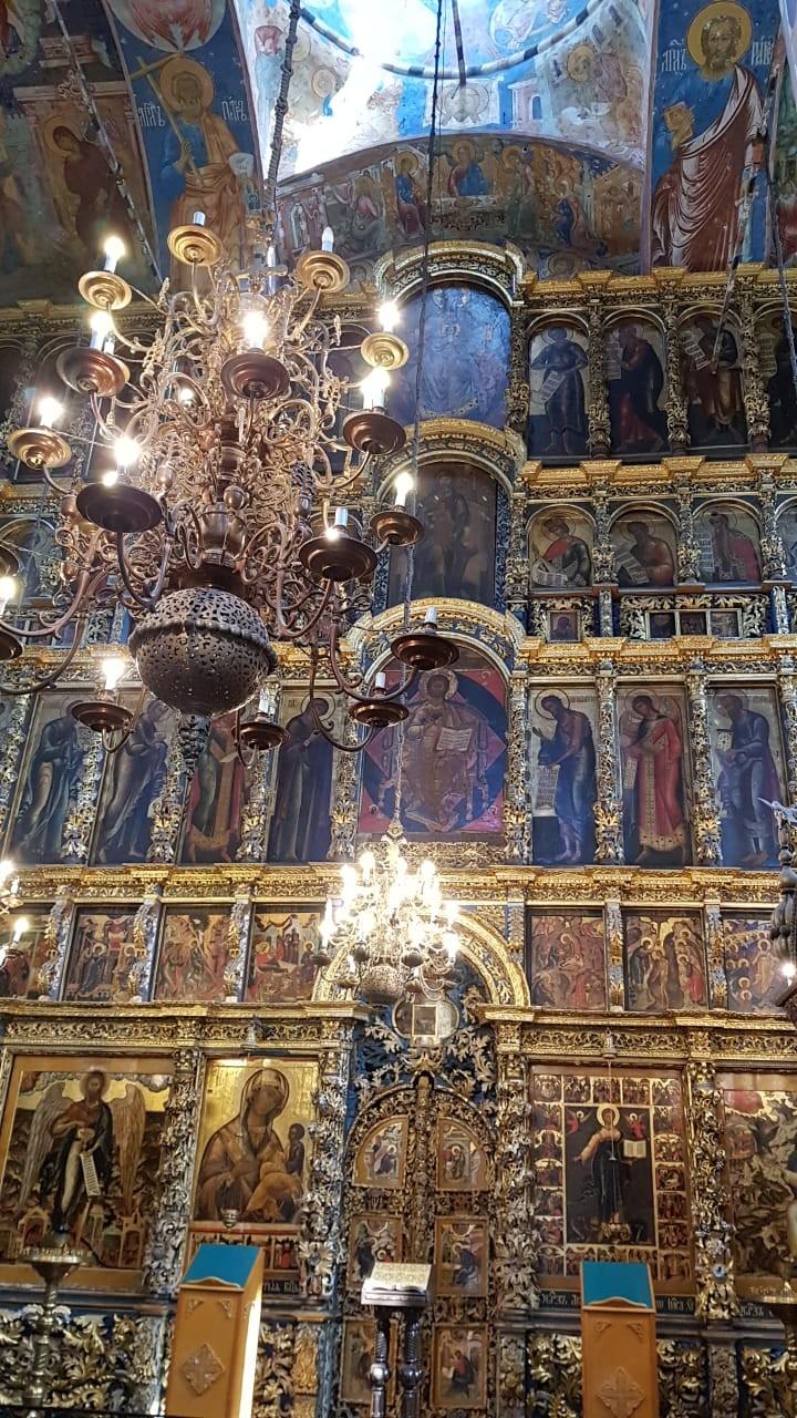 Ikon-ikon katedral di Yaroslavl.