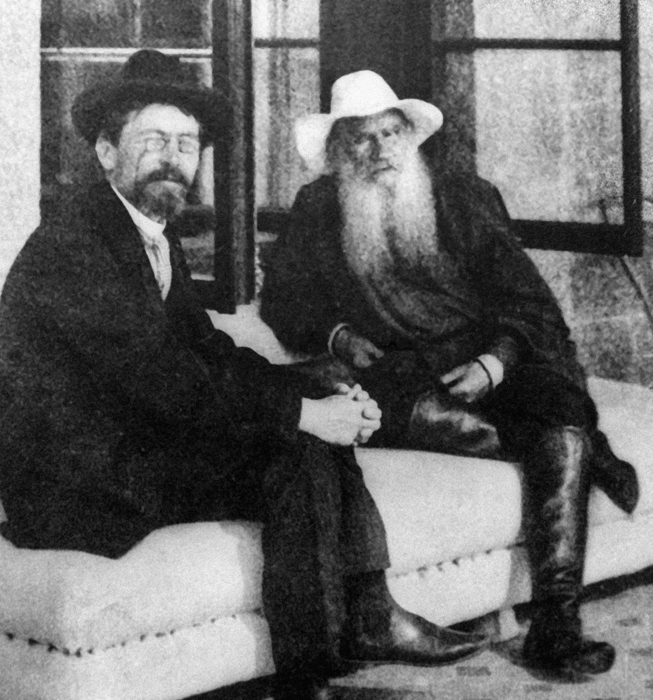 Čehov in Tolstoj na Krimu. V resnici sta bila v zelo dobrih odnosih.