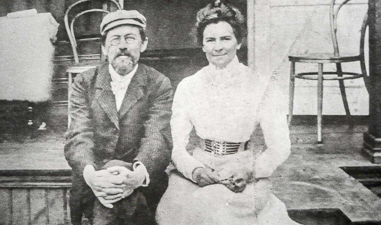Anton Čehov s svojo ženo Olgo Knipper, igralko, ki je igrala v njegovih dramah.