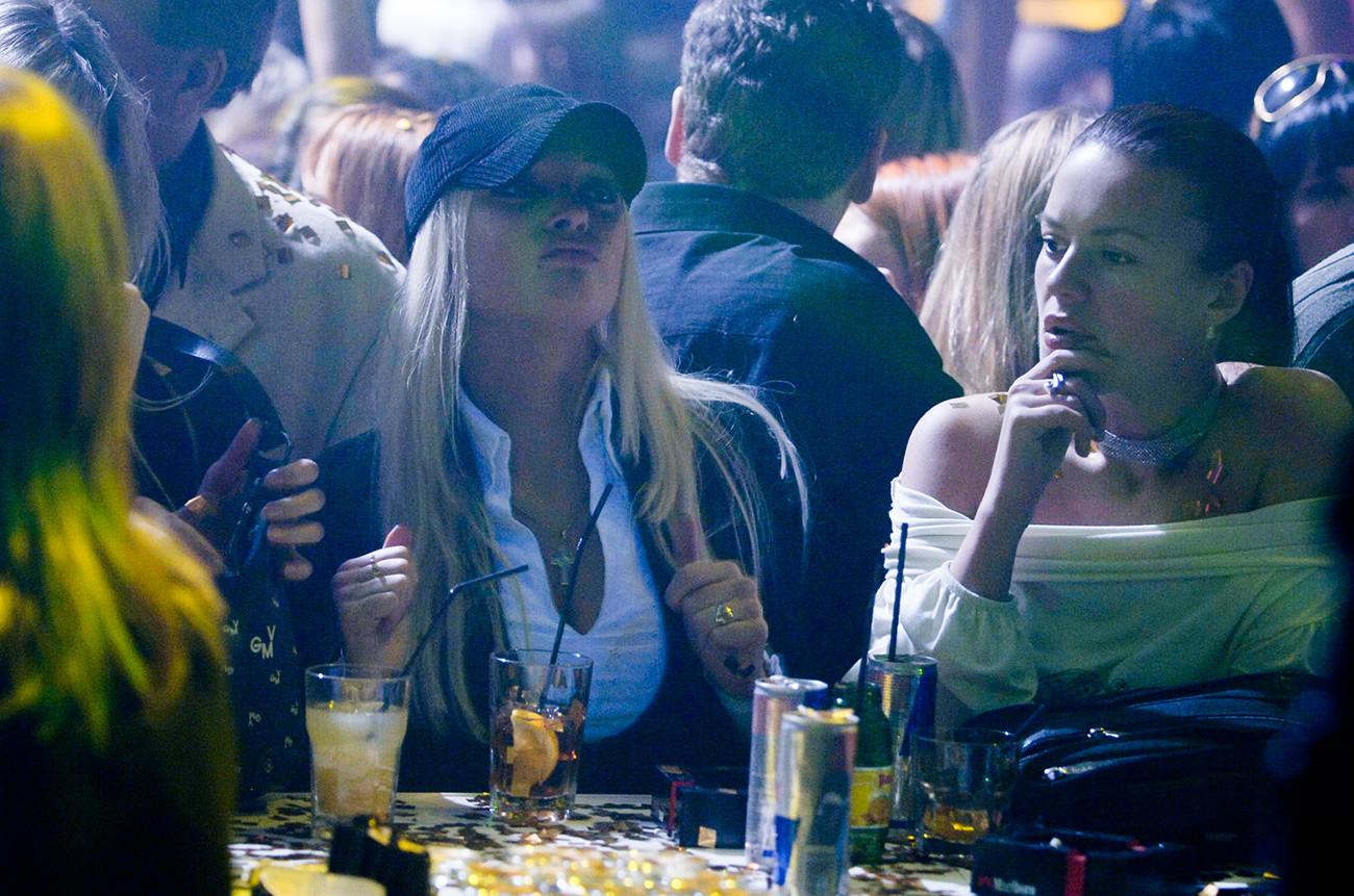 Девушки в московском ночном клубе