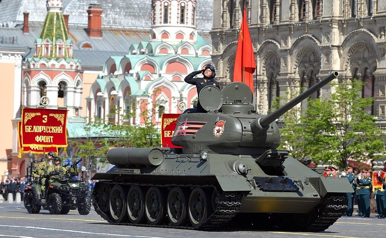 Т-34-85 на Парадата на победата во Москва во 2018 година