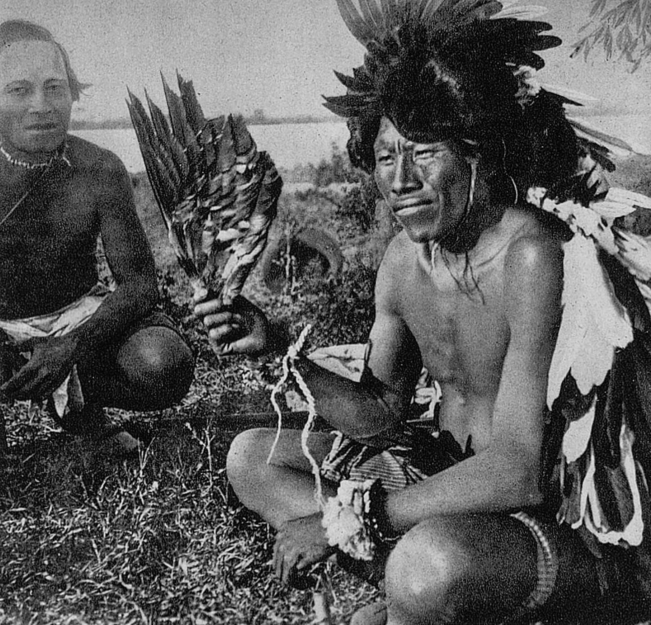 Membri della popolazione indigena Maká