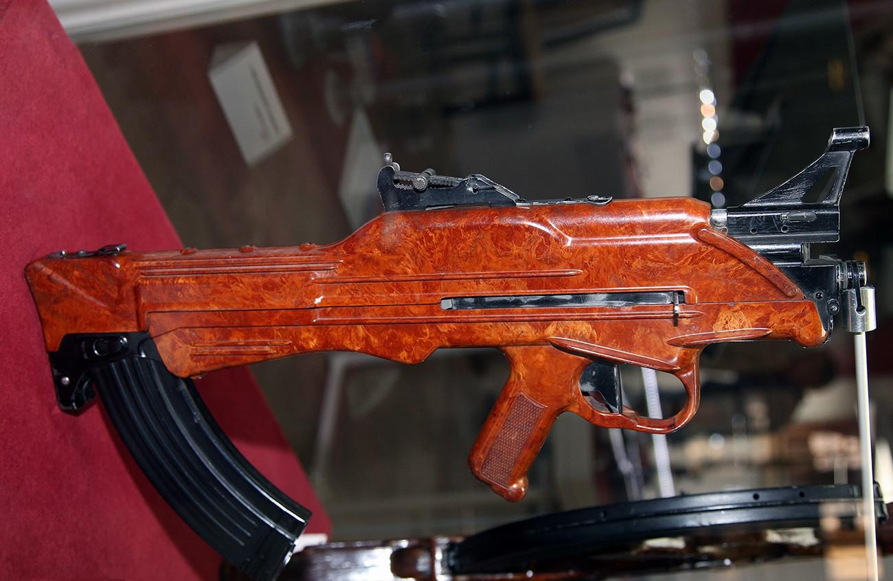 Автоматот Коробов ТКБ-022ПМ во Државниот музеј на оружје во Тула