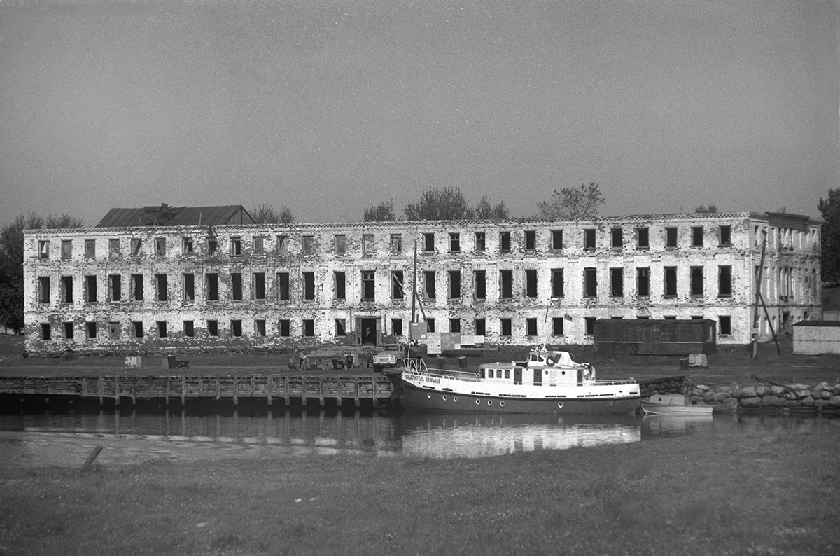 Preobrazhensky Hotel & dock (gutted by fire in 1990). July 25, 1998