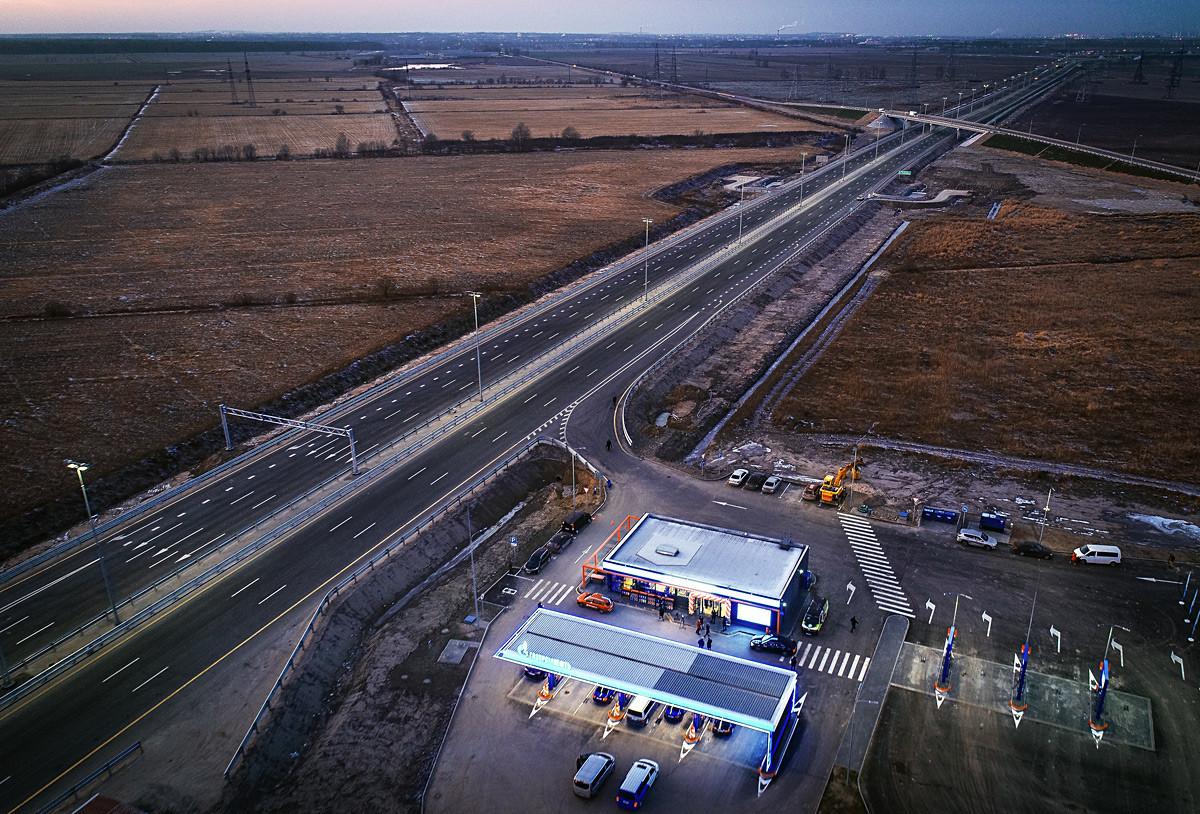 Бензинска станица на Гаспромнефт на автопатот М11 Москва-Санкт Петербург.