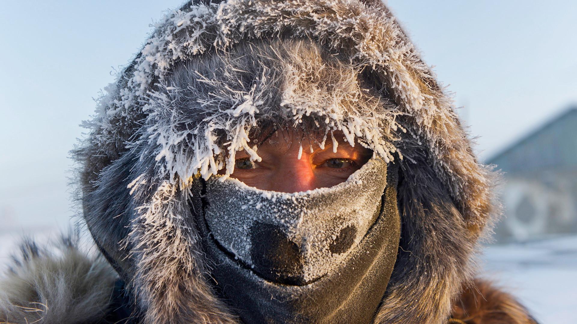 Турист из Норвегии в Якутии. Температура опустилась до отметки минус 47 градусов по Цельсию.