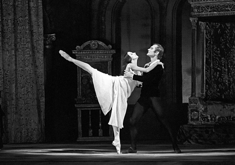 Наталья Бессмертнова и Михаил Лавровский в балете Большого театра