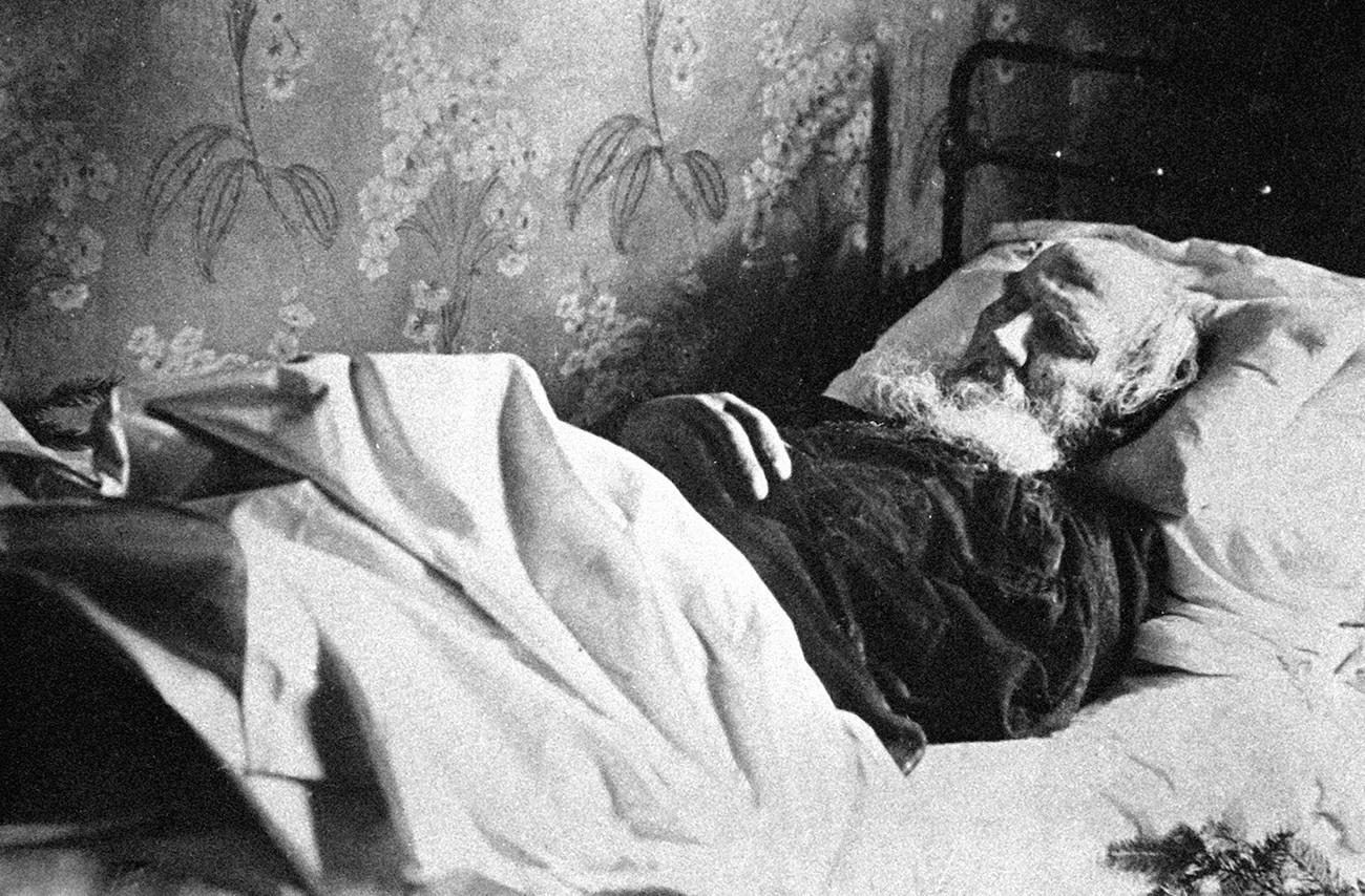 Lev Tolstoj sul letto di morte