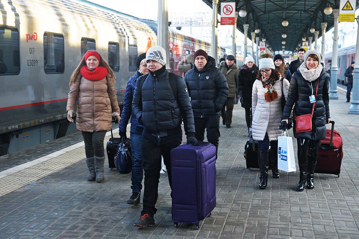 Путници на перону Белоруске станице Московског метроа.