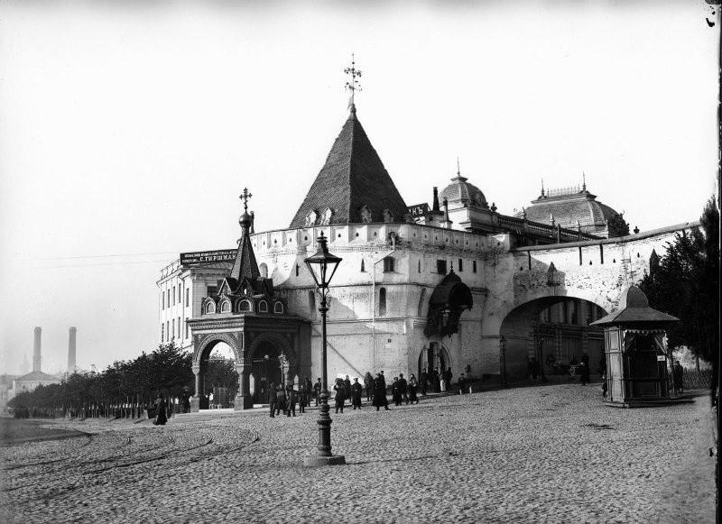 The Varvarka Gates of the Kitay-Gorod wall
