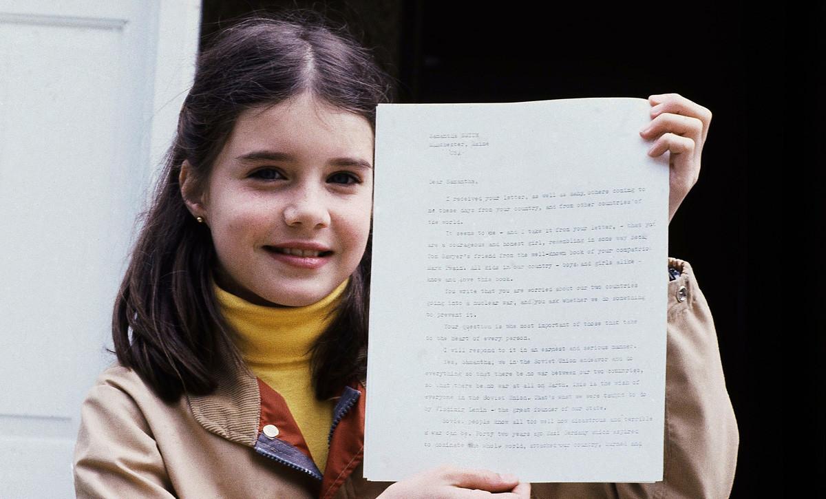 Samantha tient la lettre que lui avait adressée Andropov