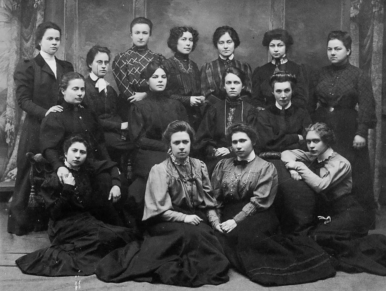 Курсове за висше образование за жени. Физико-математически факултет, Катедра по природни науки.