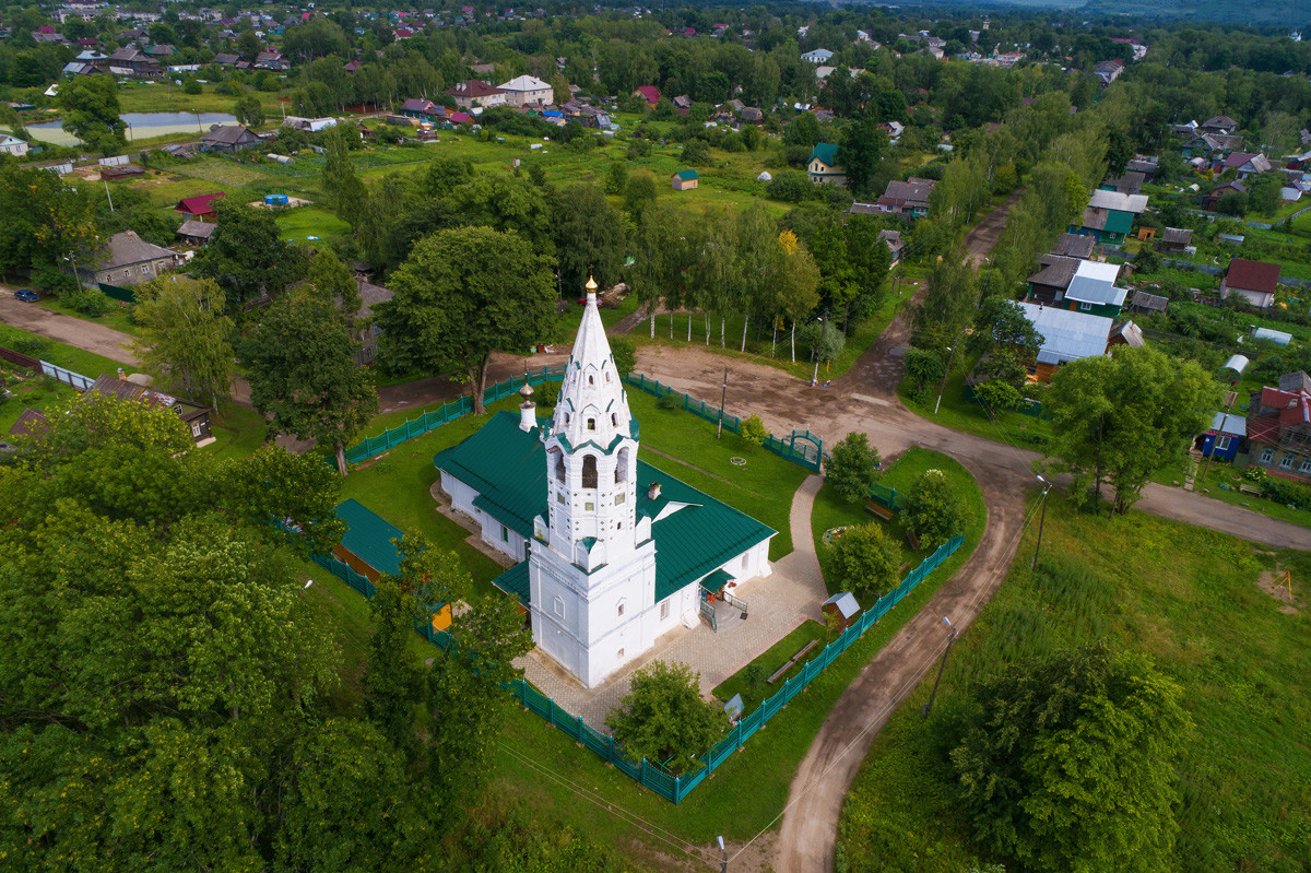Kirche der Fürsprache der Heiligen Jungfrau in Tutajewo, Oblast Jaroslawl