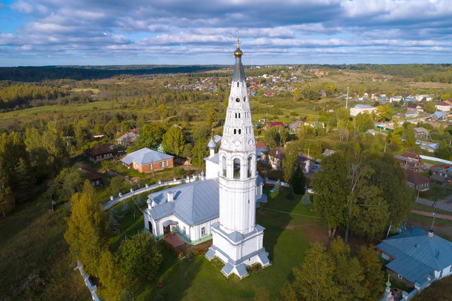 Glockenturm der Verklärungskathedrale in Sudislawl, Oblast Kostroma