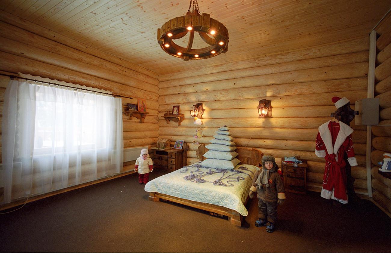 Спальня Деда Мороза в его московской резиденции.